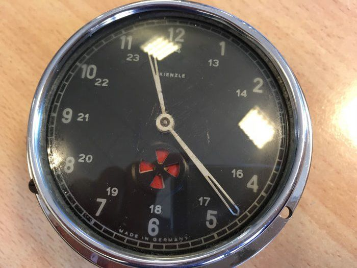 VDO Kienzle dashboard clock, manual wind-up, 8 day movement