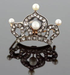 Antique Victorian 15K Gold Crown Brooch With Freshwater Pearls and Diamonds, Circa.1880