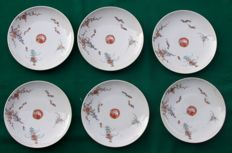 Lot of six 'Kakiemon' plates with floral decorations - Japan - Early 19th century