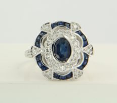 14 kt white gold ring set with sapphire and 28 single cut diamonds, approx. 0.40 carat in total