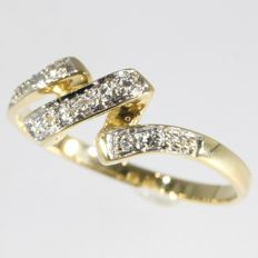Bicolour 18k gold diamond curled ring, size 53 - no reserve price