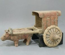 Chariot with ox - China. 22.5 X 43 x 34 cm.