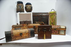 Lot of 1 chest in wood and metal plus 10 trunks of various measures
