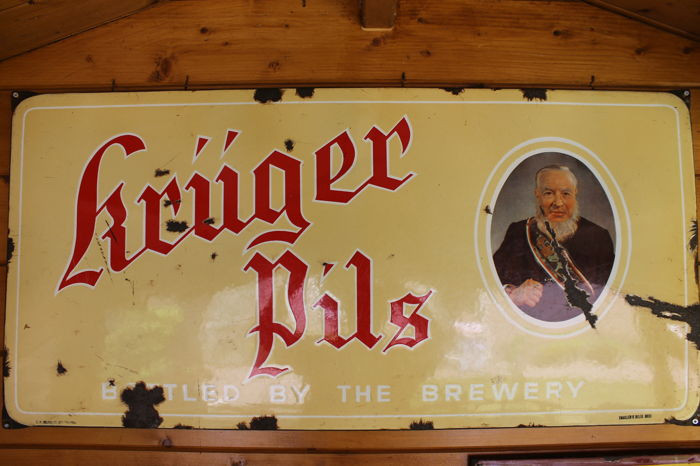 Emaille reclamebord Kruger Pils uit 1956