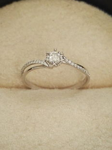 Ring in 18 kt white gold with diamonds, vintage design. Size: 9 (Spain)