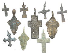 Very Fine Selection of 10 Medieval / Post Medieval Cross pendants - 23-49 mm (10)