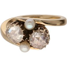 18 kt Yellow gold wavy ring set with two rose cut diamonds and two white pearls - Ring size 17.5 mm