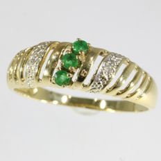 Emerald and diamond 18k gold ring, size 57 - no reserve price