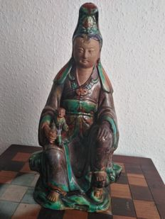 Sancai or Shiwan ceramic goddess  Guan Yin with child (height approx. 40 cm) - China - around 1900