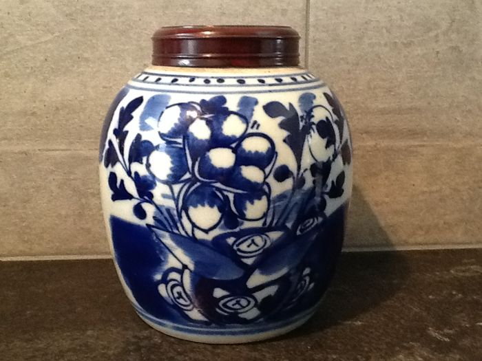 Blue white ginger jar with rosewood lid - China - late 19th century