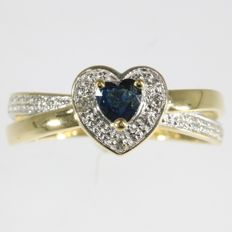 Heart shaped diamond and sapphire 18k gold ring, size 54 - no reserve price