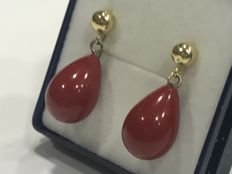 18 kt gold long earrings with Mediterranean Coral
