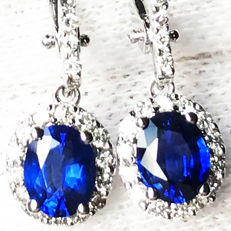 1.89ct Sapphire and Diamond Earrings made of 18 kt white gold - Length of Earrings: 25mm