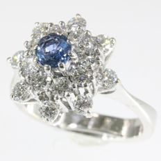 Elegant vintage gold ring set with diamonds and sapphire - 1970