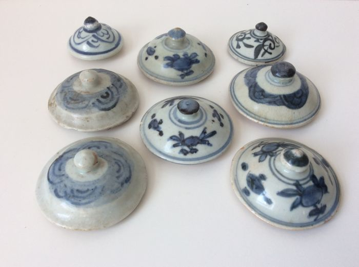 Collection of 8 Blue and White Covers - China - Late Ming 17th Century