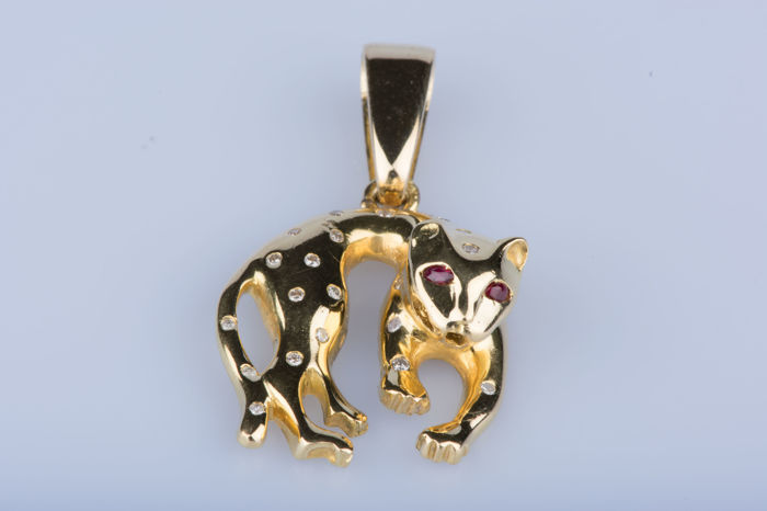 18 kt yellow gold pendant, 2 rubies approx.  0.20 ct, 24 diamonds approx.  0.24 ct total