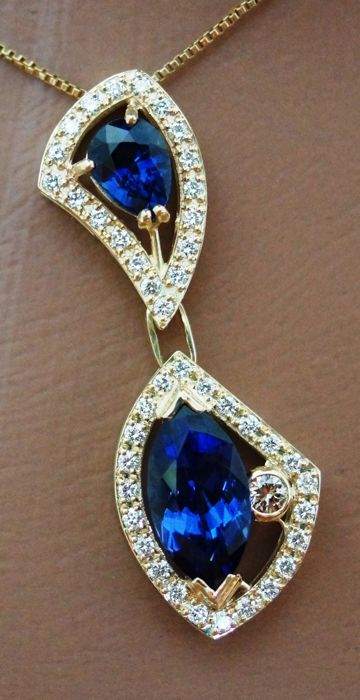 14 kt Gold Necklace with Natural IF Tanzanite IGI Certificate and Blue Sapphire -  VVS1  Diamonds of 6.94 ct - length 47 cm