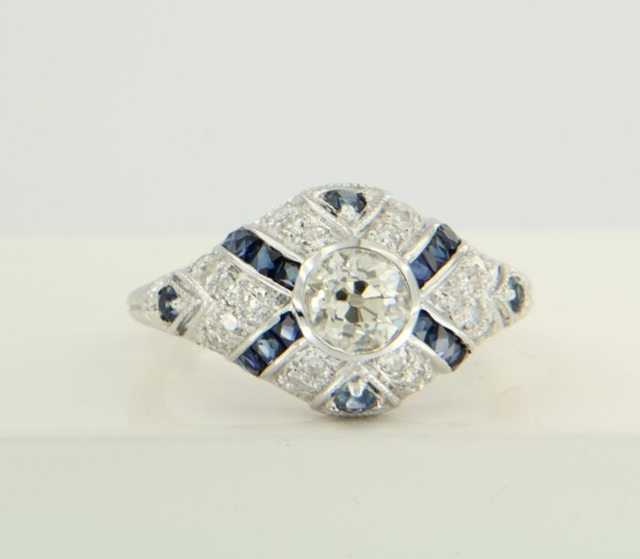 14 kt white gold ring set with sapphire and Bolshevik and single cut diamonds, approx. 1.06 carat in total, ring size 17.25 (54)