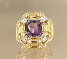 14 kt bi-colour gold ring set with a central amethyst and 4 single cut diamonds of approx. 0.10 ct in total *****NO RESERVE PRICE****