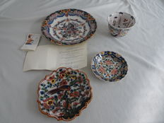 Tichelaar - 3 plates and a cabinet bowl with a polychrome floral and bird decoration