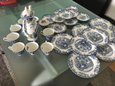 Vintage Johnson Brothers - Coaching Scenes ironstone tea service - 28 pieces