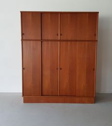 Omann Jun - large vintage wardrobe of solid wood with teak veneer