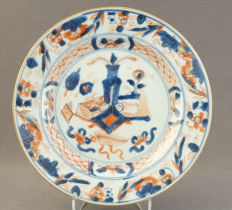 Flat Imari plate with a décor of various valuables and Buddhist symbols - China - around 1740