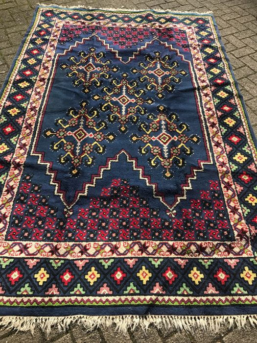 Gorgeous hand-knotted Tunesian Nomads rug 169 x 265 cm