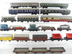 Märklin H0 - 6x various passenger carriages and 14x various freight carriages of the DB [552]