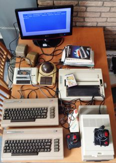 Commodore 64 (2x) - with disc drive's (2x) - datacassette player - printer and accesoires,