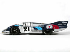 Minichamps - Scale 1/18 - Porsche 917 LH Long Tail Martini Racing Team 24 H Le Mans 1971 Drivers: Larrousse / Kauhsen
