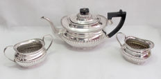 Fine Quality Tea Set With Fluted Pattern - Yeoman Early 20th Century