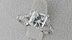 2.40 ct E/VS2  princess diamond ring made of 18 kt white gold - size 6