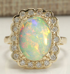 2.95 Carat Opal And Diamond Ring In 14K Solid Yellow Gold Ring Size: 7 *** Free Shipping *** No Reserve *** Free Resizing ***
