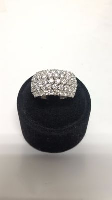 White gold shank ring with diamonds totalling 2.90 ct – Size: 15 / 55