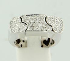 18 kt white gold ring set with 44 brilliant cut diamonds of approx. 0.75 ct in total, ring size 17.5 (55)