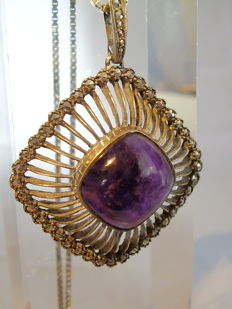 Art deco pendant with large amethyst cabochon (20 ct) and marcasite entourage