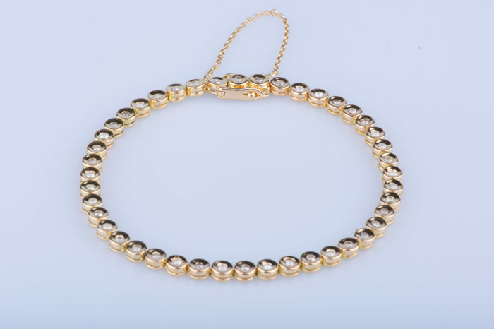 18 kt yellow gold bracelet with 44 diamonds of approx. 0.88 ct in total