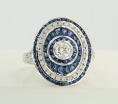 14 kt white gold ring set with sapphire and 36 brilliant cut diamonds of approx. 0.62 ct in total, ring size 17.25 (54)