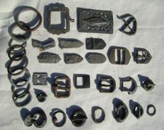 Good lot of medieval bronze belt buckles and others (33)