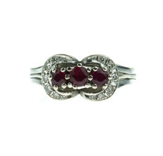 14 kt gold entourage ring set with ruby and diamonds, ring size: 19