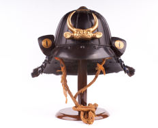 Japanese Kabuto With Maedate - Helmet of Samurai Armor - Edo Period - 17th/18th century