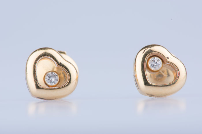 Chopard - Chopard Happy Diamonds earrings in 18 kt yellow gold, 2 diamonds approx.  0.14 ct in total - Measures approx. 0.9 x 0.7 cm