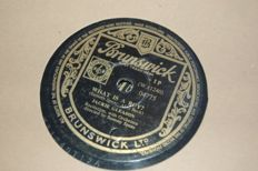 19 pz  78 rpm records, partly with sleeves, 10 inch,  music from different countries
