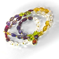 Multi-gemstone necklace with Topaz, Olivine, Iolite, Citrine and Bohemian garnets – Length 46 cm, 18kt/750 yellow gold clasp