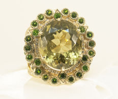 14ct golden ring with diamonds, diopsides, and MSU certified Apatite 14,12 ct.  Size 18,5. Total 13,77 g.
