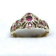 Vintage 1971 9 Rubies in 9k yellow gold