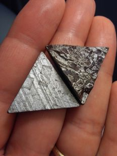 Meteorito Seymchan lot. With lines of Widmanstätten and crust of fusion - 27.7 g (2)