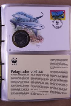 WWF ca. 1983/2012 - Collectie covers met zegels en munten in 4 speciale WWF-albums