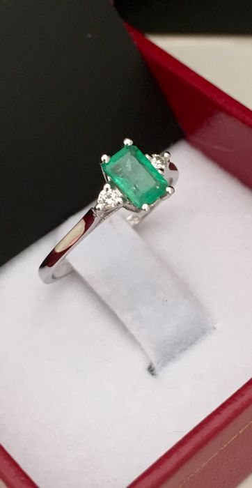 New collection ring - 14 kt white gold and natural emerald with diamonds - 16, interior ring size 50 mm